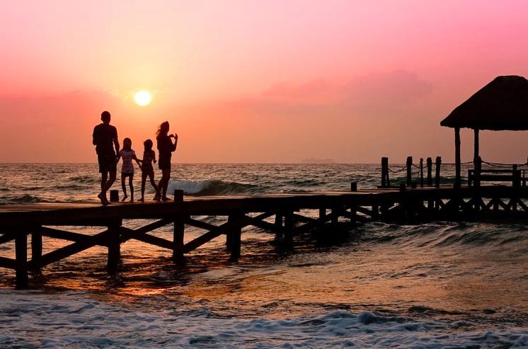 pexel-family-beach-holiday