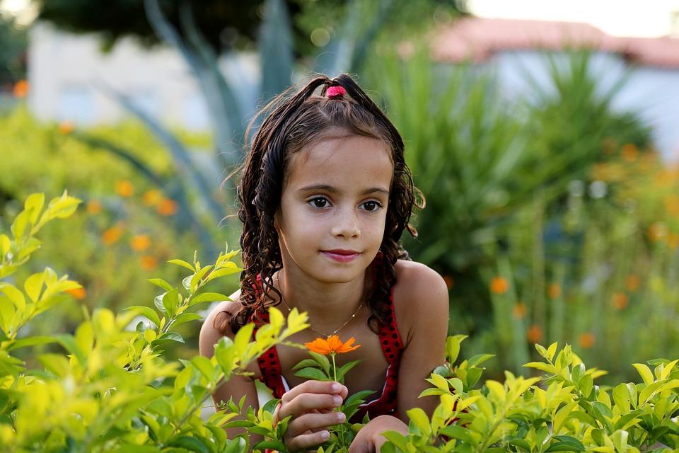 pixabay-girl-in-the-garden-1204288_960_720