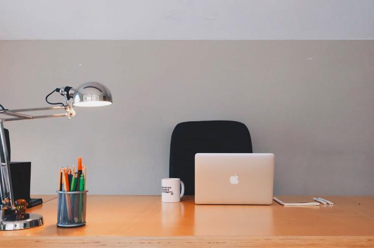 pexel-desk-with-laptop
