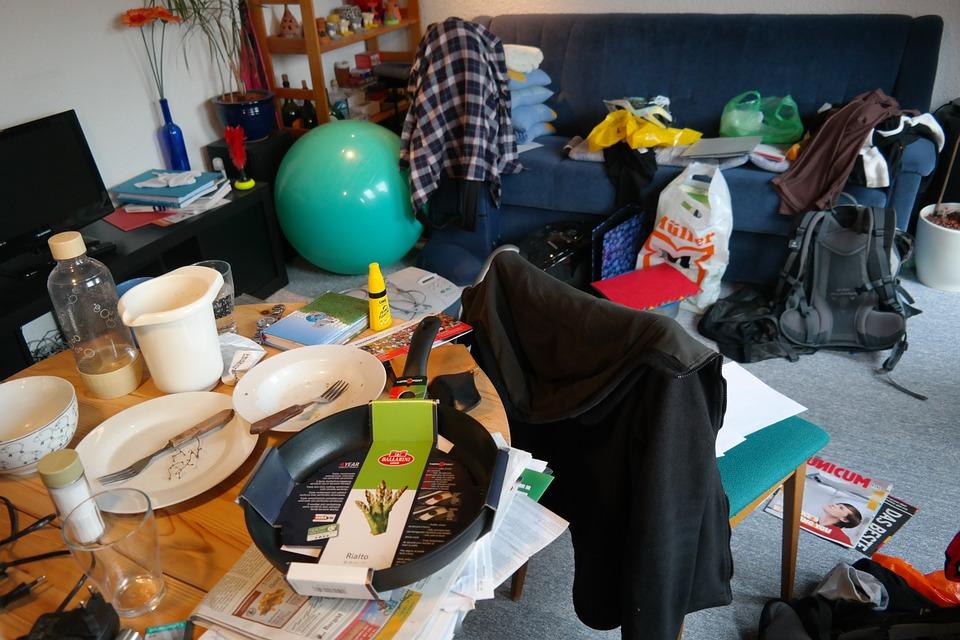 pixabay - clutter room