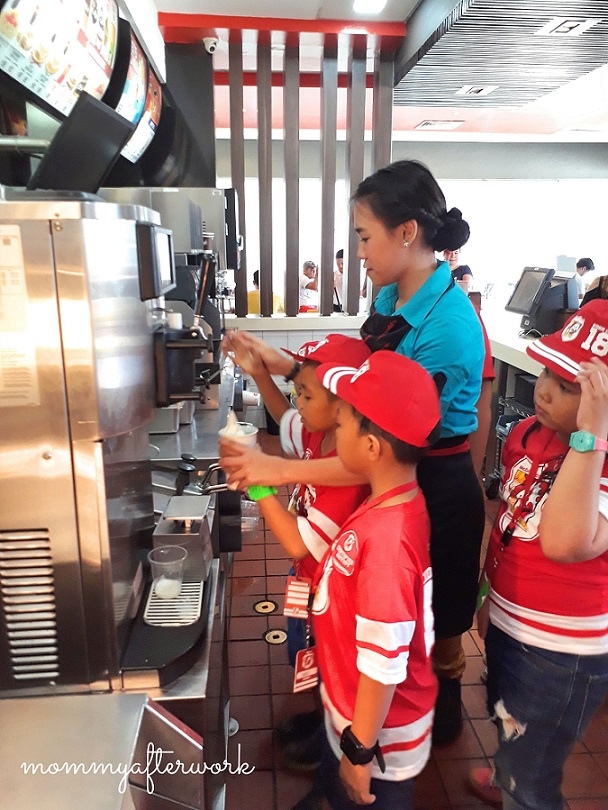 McDo Kiddie Crew 2018 - Preparing McDo Float