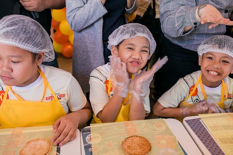 McDonalds Kiddie Crew Explorer Edition 2019_Burger Making 2