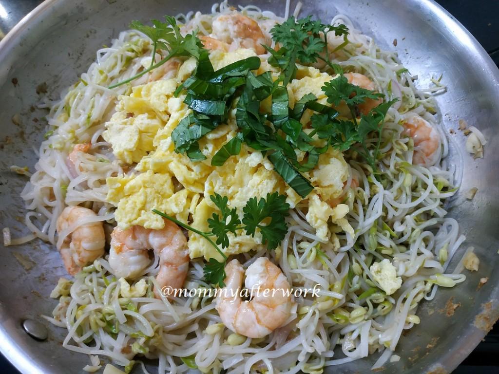 MommyAfterWork Shrimp Pad Thai 1