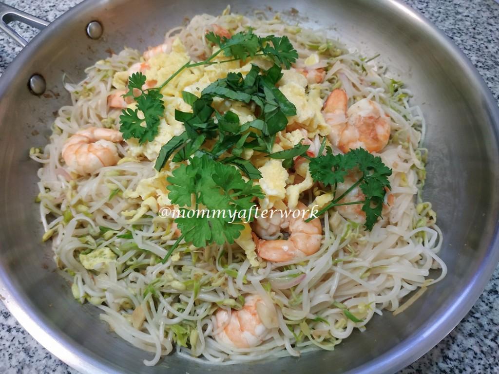 MommyAfterWork Shrimp Pad Thai 2